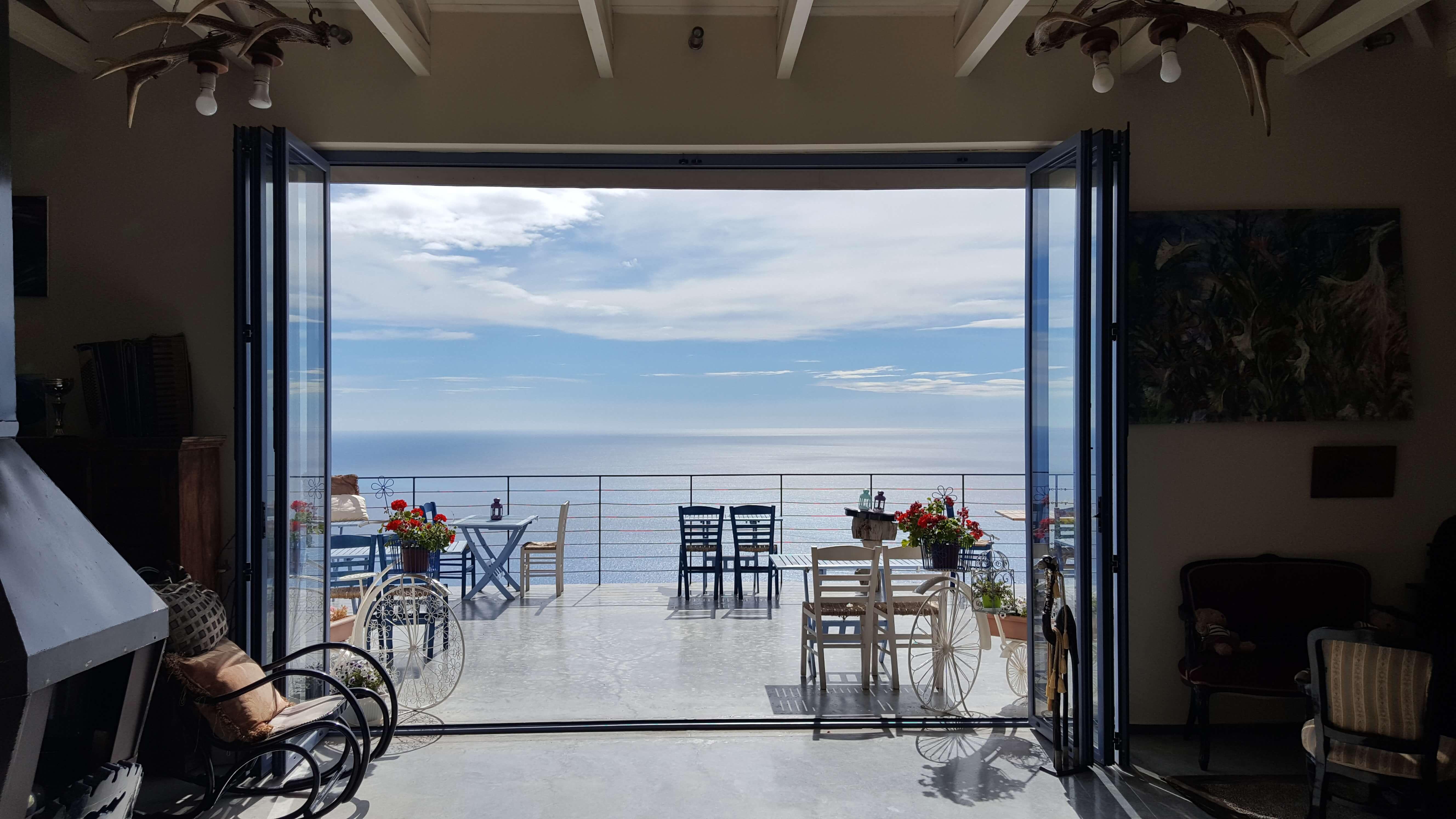 סרניטי - מלון בוטיק - לפקדה - יוון